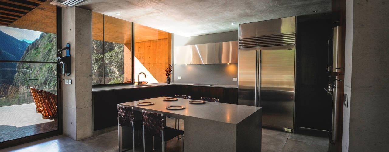 Cocinas de estilo moderno por P+0 Arquitectura