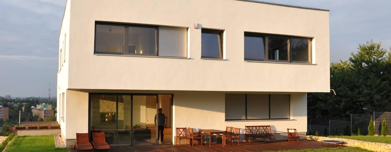 Casas de estilo moderno de Pracownia Projektowa Ola Fredowicz Moderno