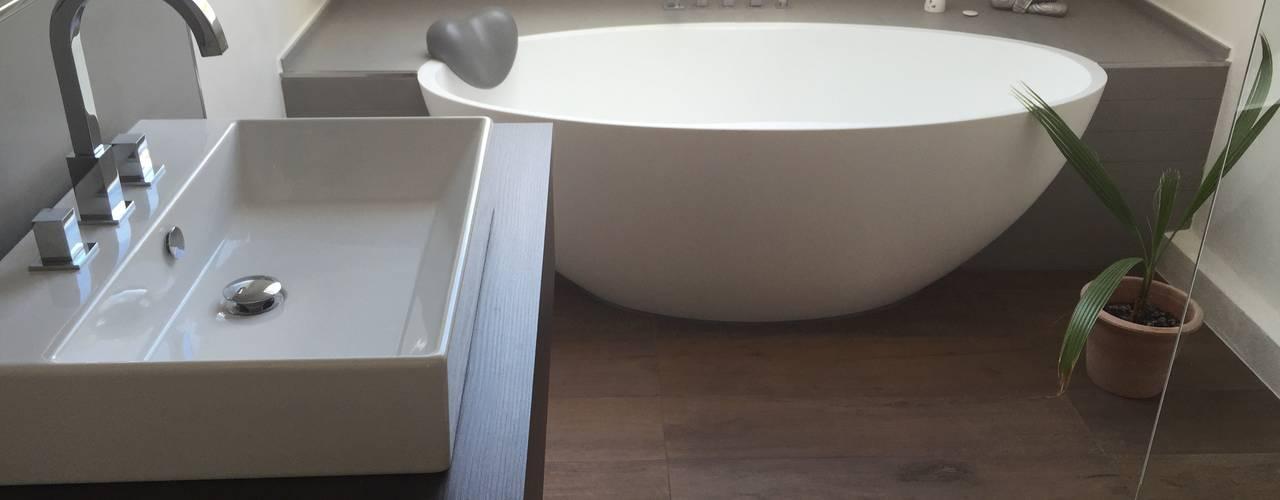 現代浴室設計點子、靈感&圖片 根據 Badeloft GmbH - Hersteller von Badewannen und Waschbecken in Berlin 現代風