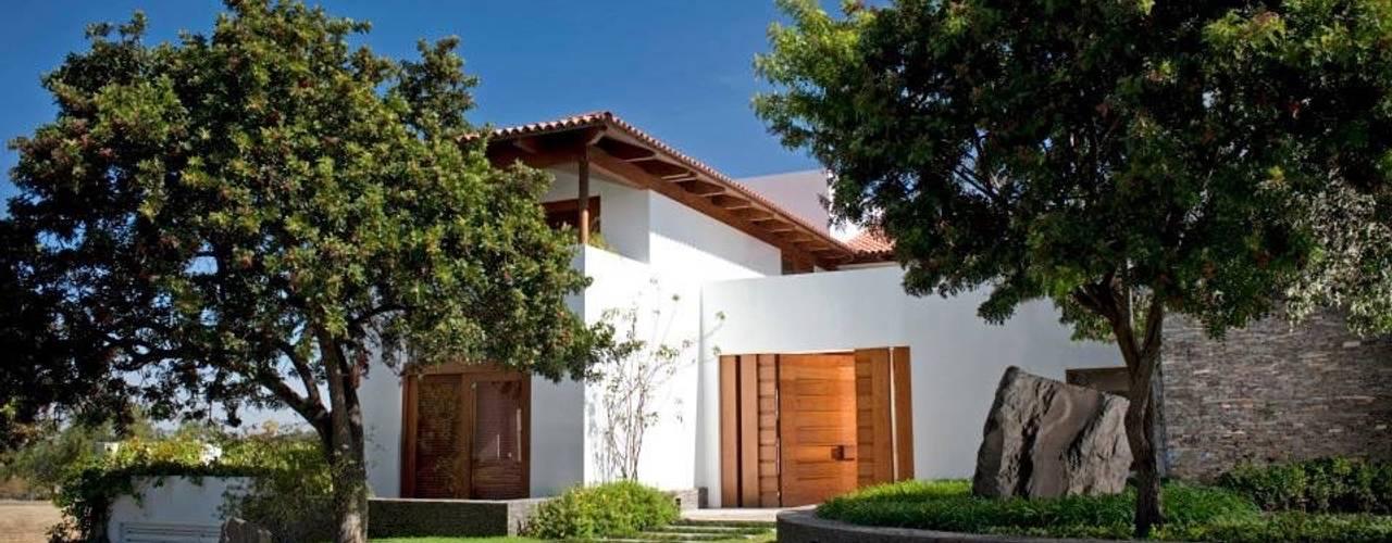 Casas de estilo  por Taller Luis Esquinca