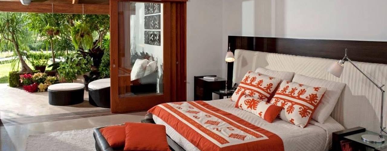Dormitorios de estilo  por Taller Luis Esquinca, Moderno