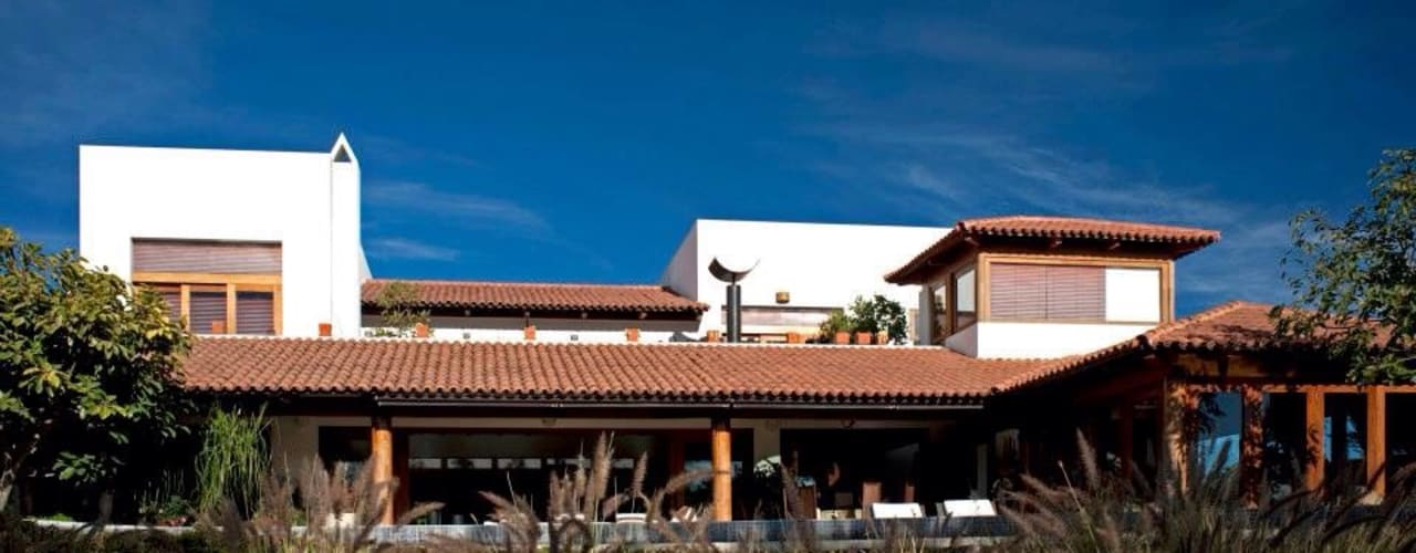 Houses by Taller Luis Esquinca, Modern