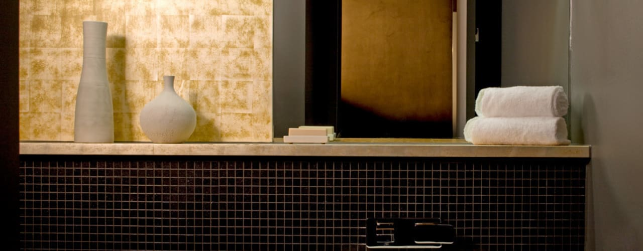 Cornwall Penthouse: Regents Park Classic style bathroom by Roselind Wilson Design Classic