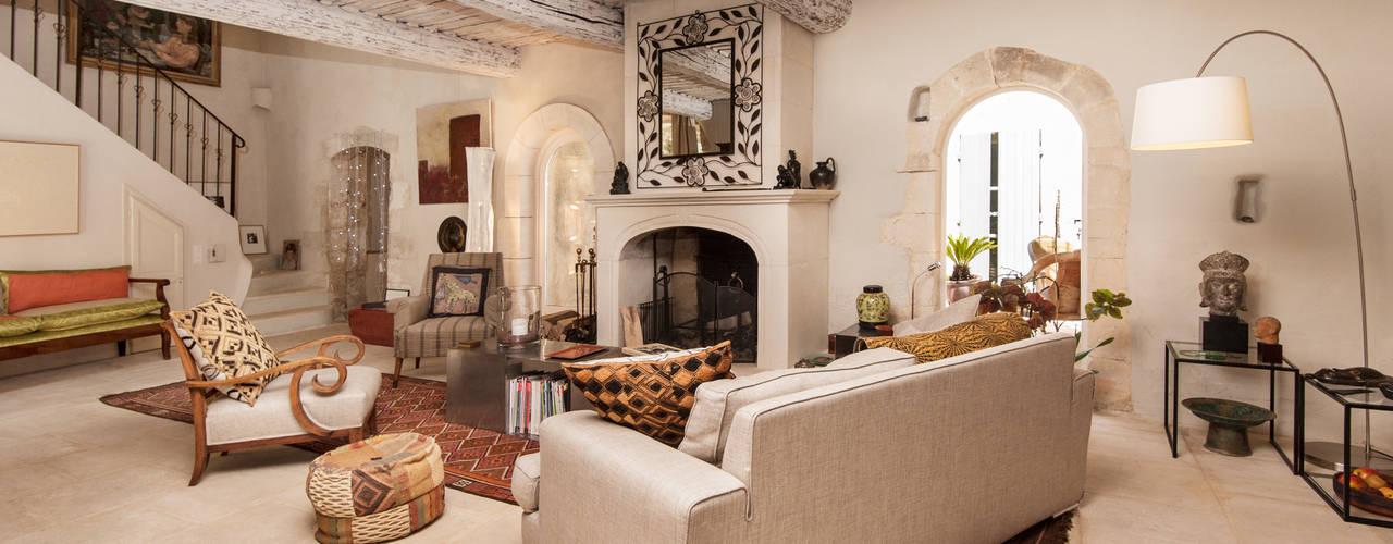 Salas de estar rústicas por Pixcity Rústico
