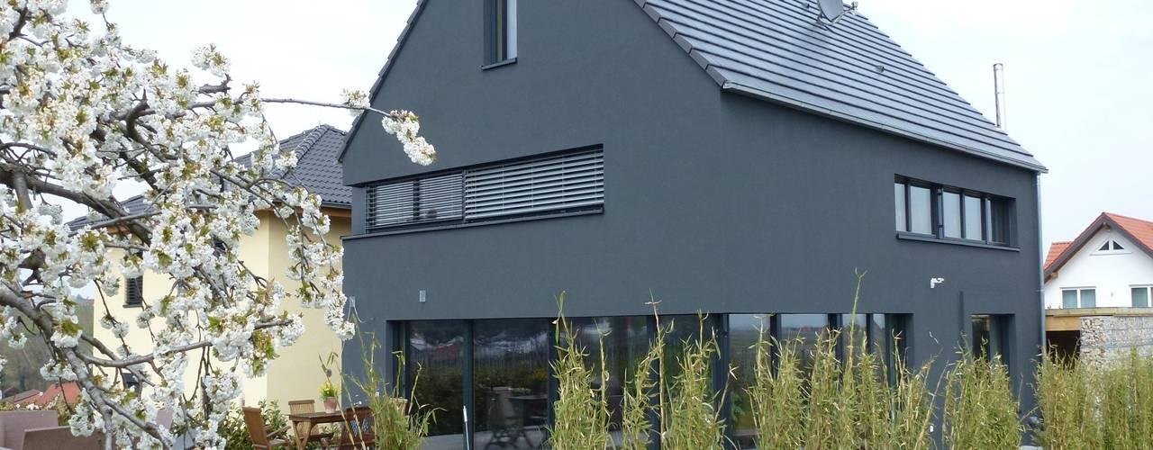 Projekty, eklektyczne Domy zaprojektowane przez Architekturbüro für Passiv- und Energieplushäuser