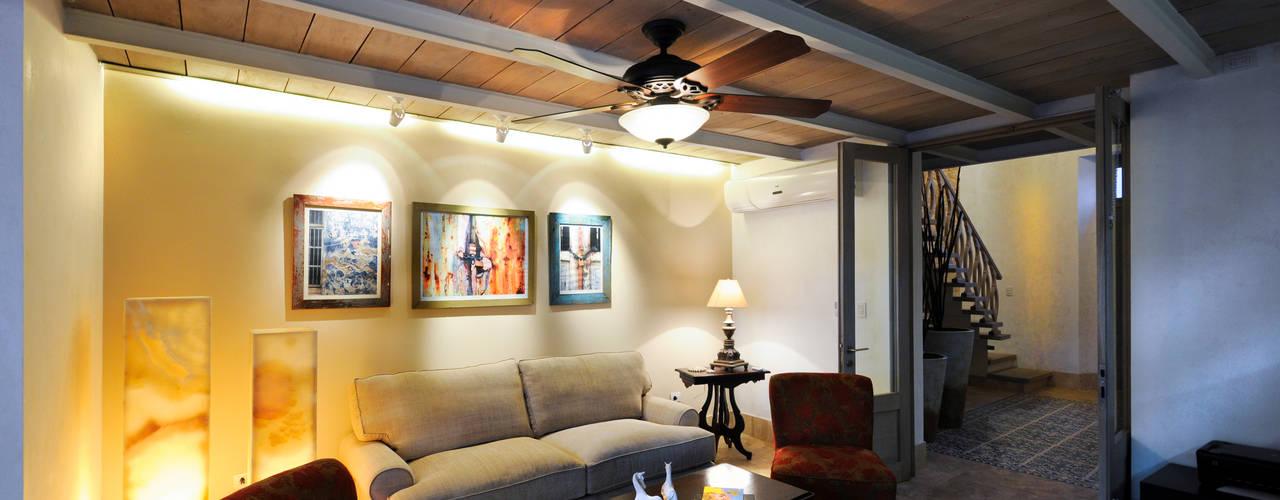 La Casa de las Sirenas: Salas de estilo moderno por Ancona + Ancona Arquitectos