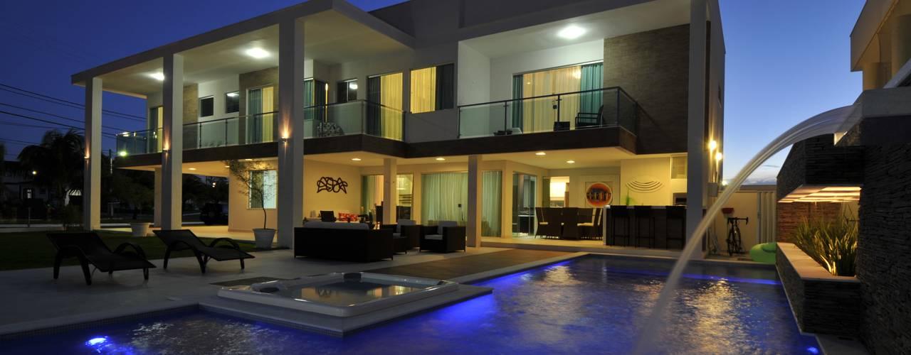 Casa Contemporânea: Piscinas modernas por Espaço Cypriana Pinheiro