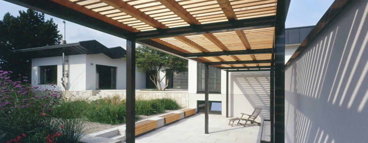 F9B - Mehrfamilienhaus mit Park tredup Design.Interiors Moderner Garten
