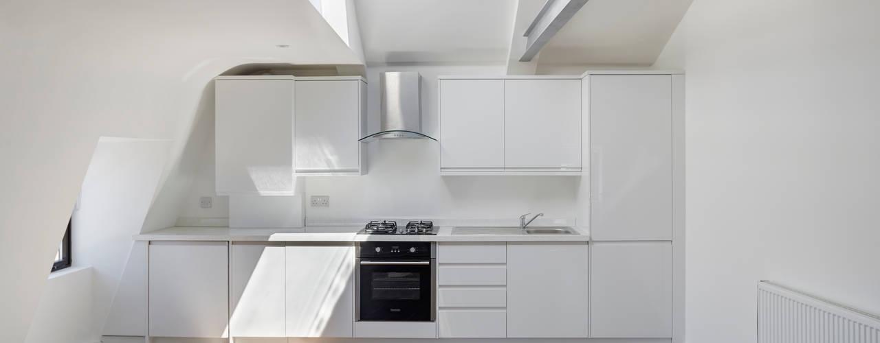 Kingsway Storeys - London Modern kitchen by IS AND REN STUDIOS LTD Modern