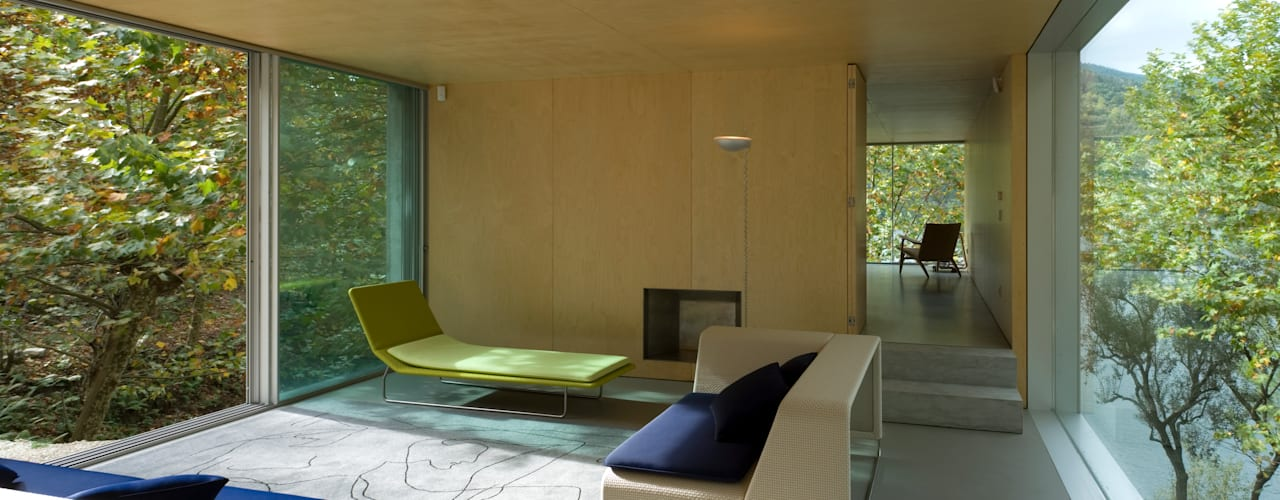 Ruang Keluarga by CORREIA/RAGAZZI ARQUITECTOS