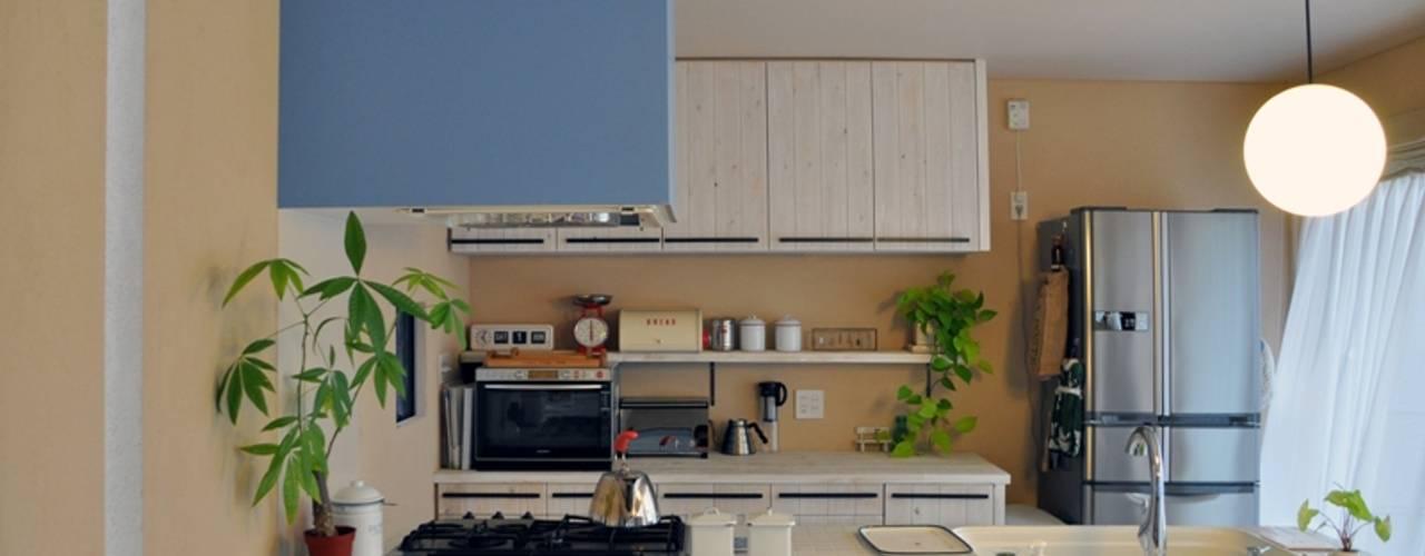 松原の黒い家: eu建築設計が手掛けたキッチンです。