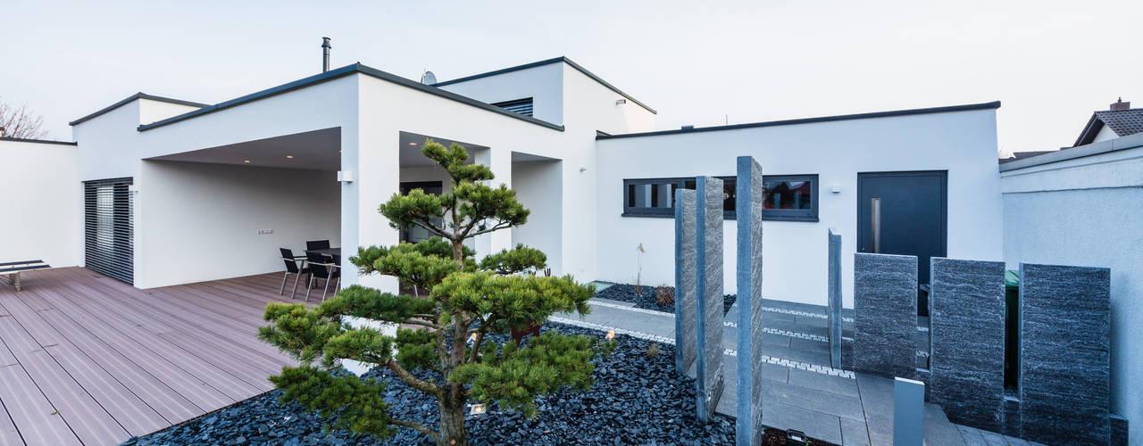 """Cascade House"" - Maison à Bürstadt, Allemagne Jardin moderne par Helwig Haus und Raum Planungs GmbH Moderne"