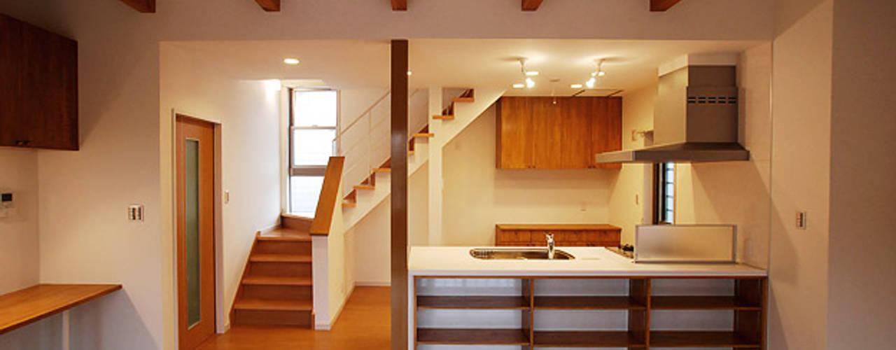 連格子のある家 Atelier繁建築設計事務所 モダンな キッチン