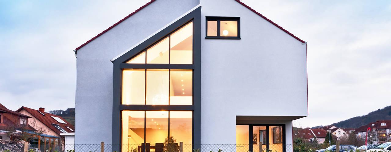 Single Family House in Heppenheim, Germany Helwig Haus und Raum Planungs GmbH Casas de estilo moderno