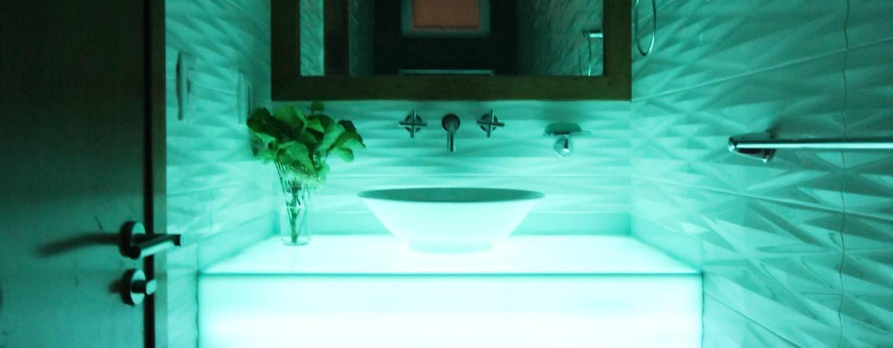 Modern bathroom by Losanto Arquitectos Modern