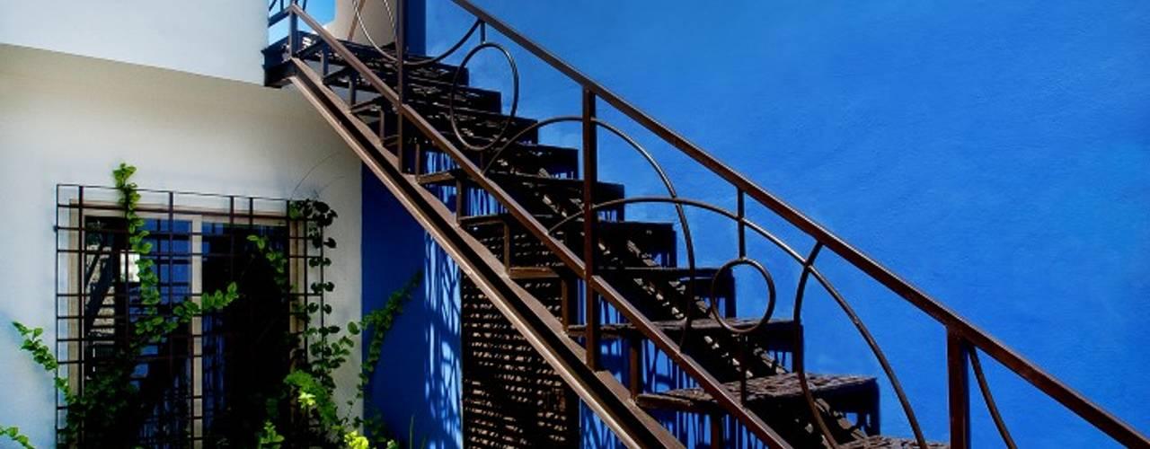 Коридор, прихожая и лестница в средиземноморском стиле от Taller Estilo Arquitectura Средиземноморский