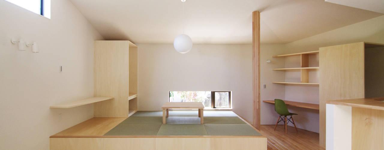Modern Oturma Odası ウタグチシホ建築アトリエ/Utaguchi Architectural Atelier Modern