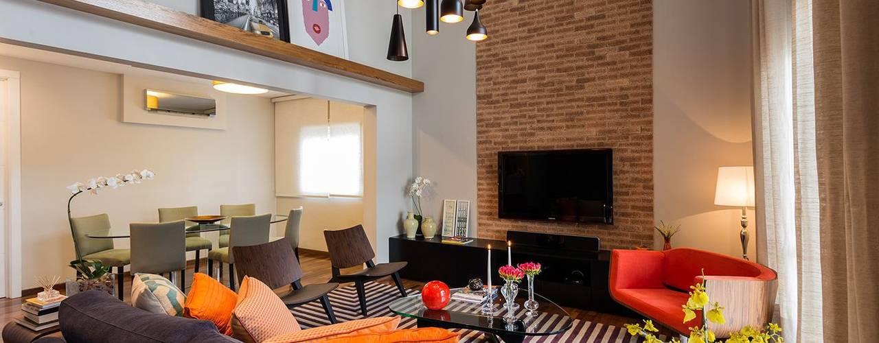 Jardim Paulista | Residenciais: Salas de estar  por SESSO & DALANEZI