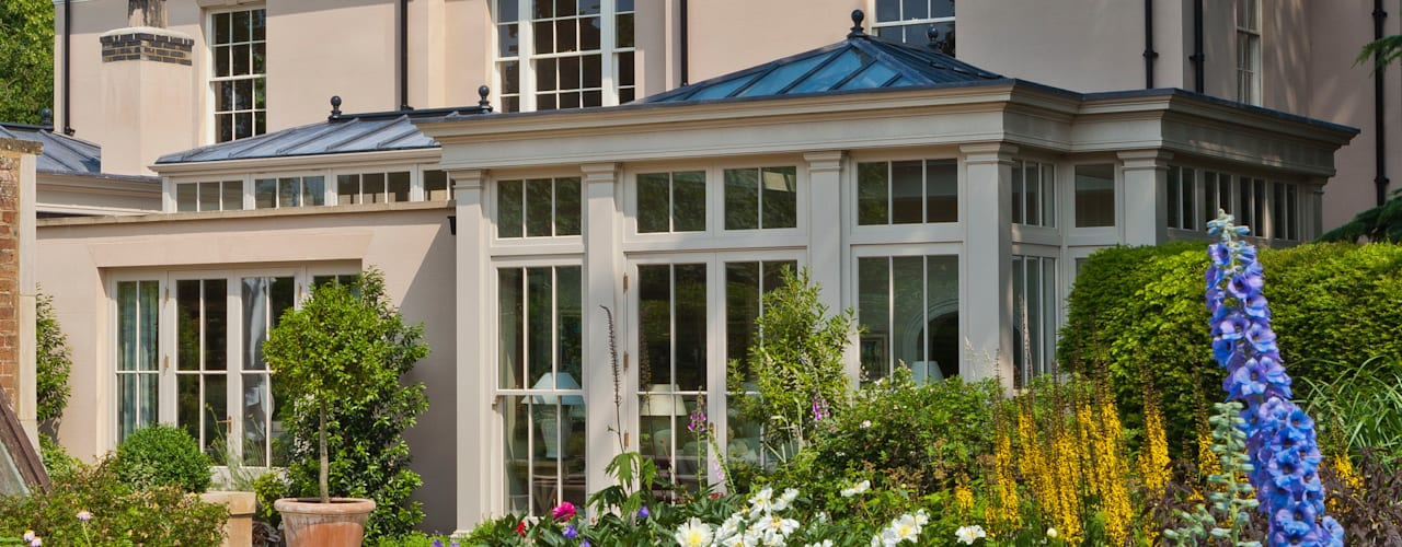 Orangery with Bi-fold Doors Jardines de invierno clásicos de Vale Garden Houses Clásico