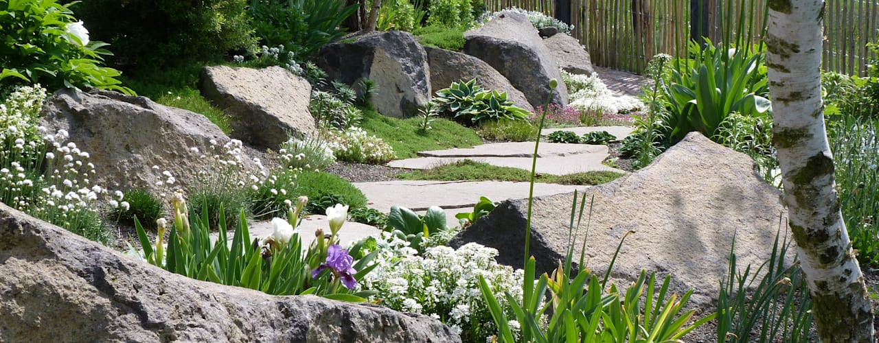 Country style garden by Gärten für Auge und Seele Country
