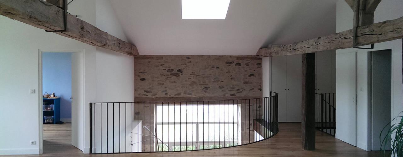 Pasillos, vestíbulos y escaleras minimalistas de Jean-Paul Magy architecte d'intérieur Minimalista