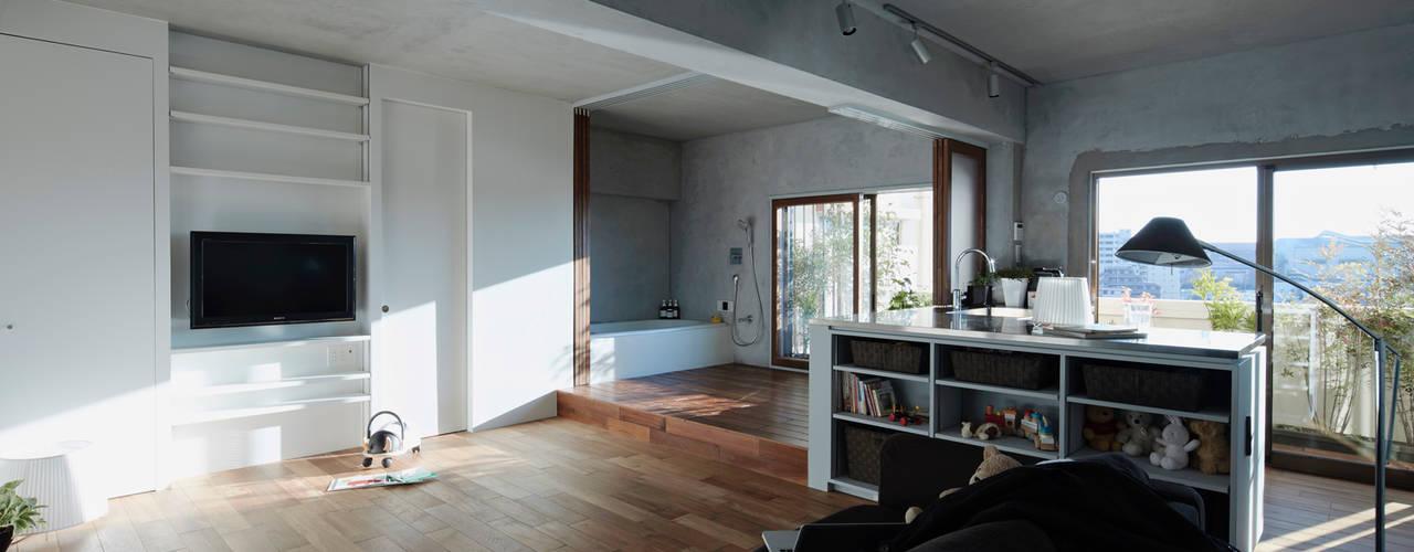 バスキッチンの家: Takeshi Shikauchi Architect Office/鹿内健建築事務所が手掛けた家です。,オリジナル
