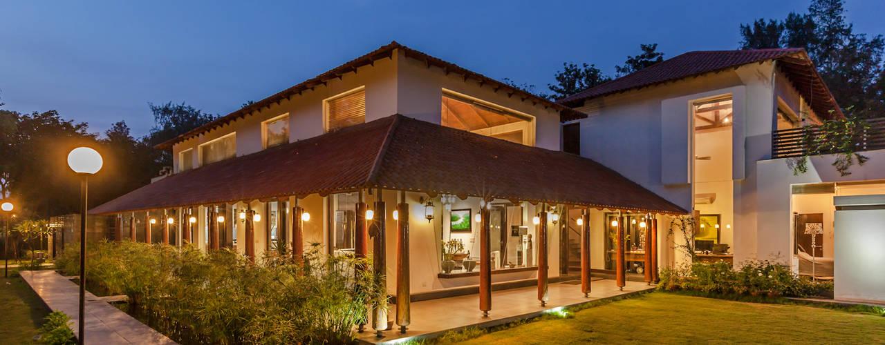 Casas de estilo ecléctico de Kumar Moorthy & Associates Ecléctico