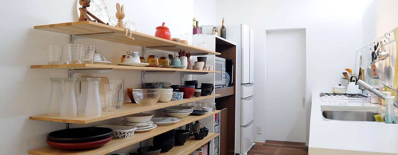 Minimalistische keukens van オオハタミツオ建築設計事務所 Minimalistisch