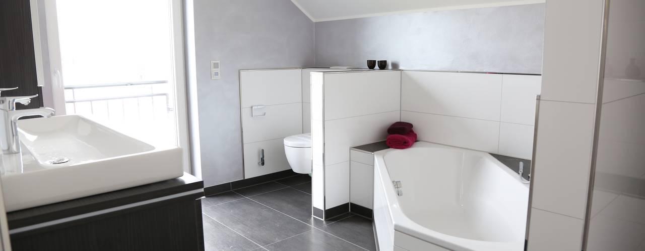 Modern bathroom by Heinrich Blohm GmbH - Bauunternehmen Modern