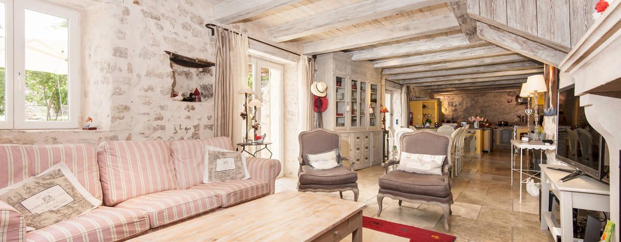 mediterranean Living room by Pixcity