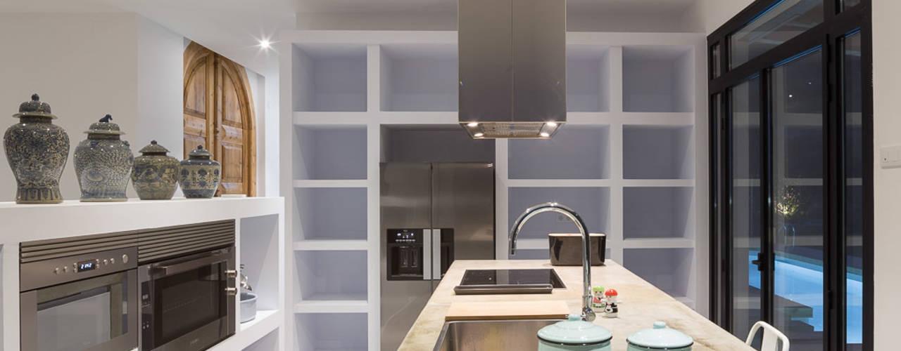 Kitchen by 08023 Architects, Mediterranean
