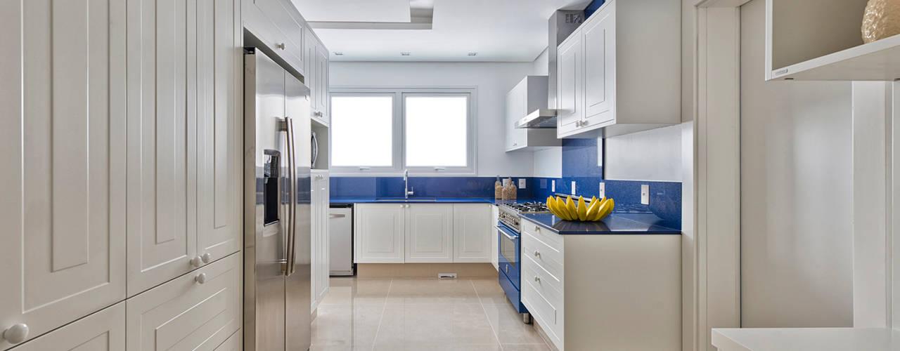 مطبخ تنفيذ Samara Barbosa Arquitetura , كلاسيكي