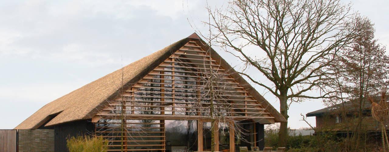 Casas de estilo moderno por Kwint architecten