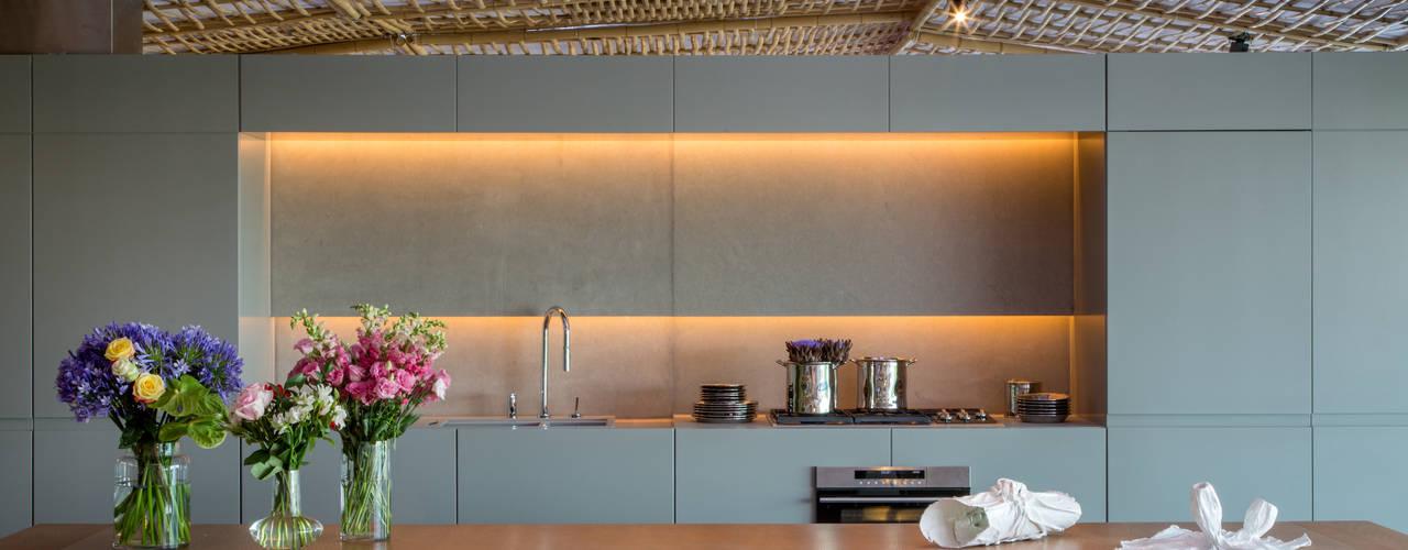 Loft Tropical - Casa Cor 2014 Cozinhas modernas por Gisele Taranto Arquitetura Moderno