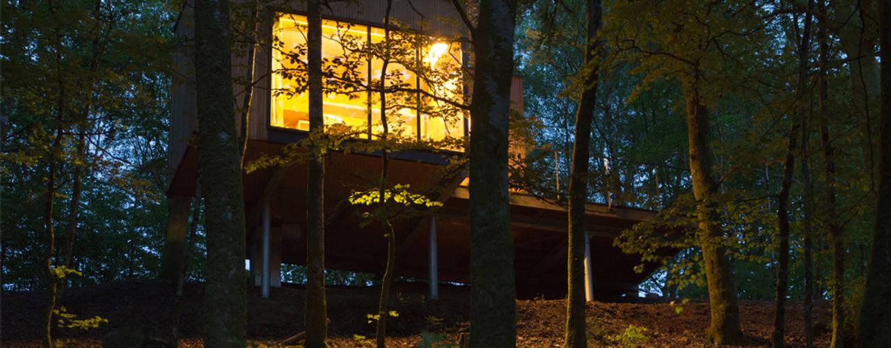 LES CABANES DE SALAGNAC: Maisons de style  par AGENCE APOLLINE TERRIER