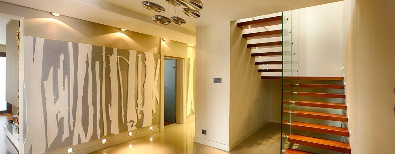 Couloir, entrée, escaliers modernes par Studio Projektowe Projektive Moderne