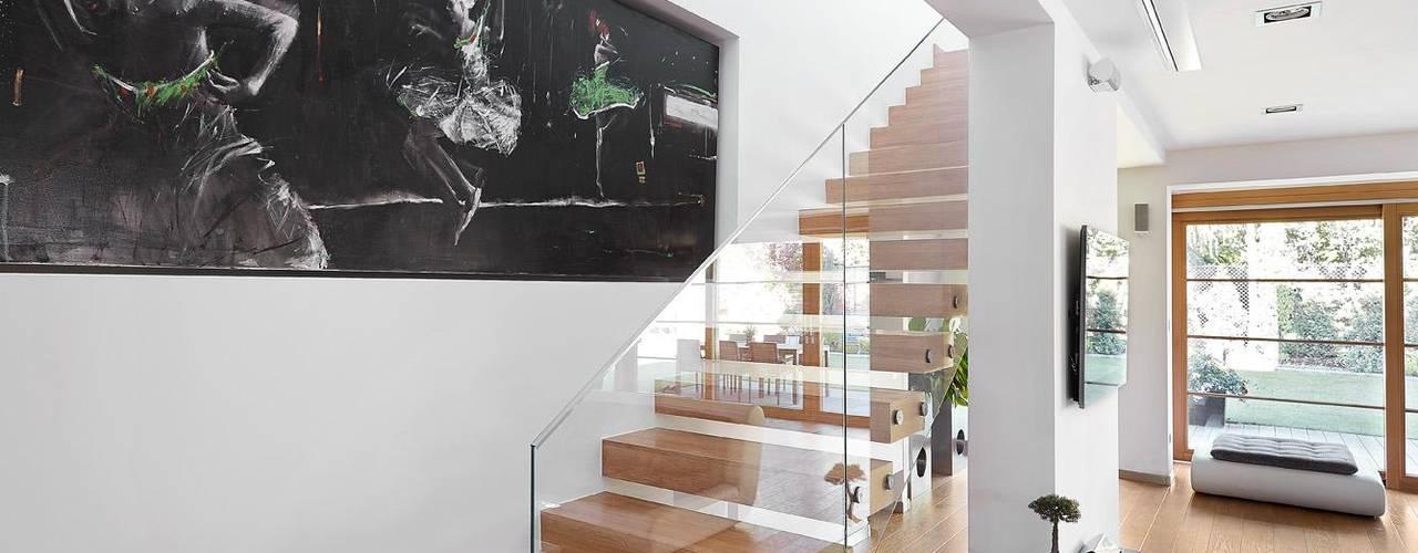 IQube House_: styl , w kategorii Korytarz, przedpokój zaprojektowany przez ARCHiPUNKTURA .architekci detalu