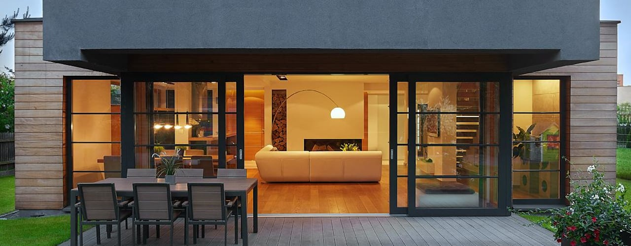 IQube House_ Nowoczesny balkon, taras i weranda od ARCHiPUNKTURA .architekci detalu Nowoczesny