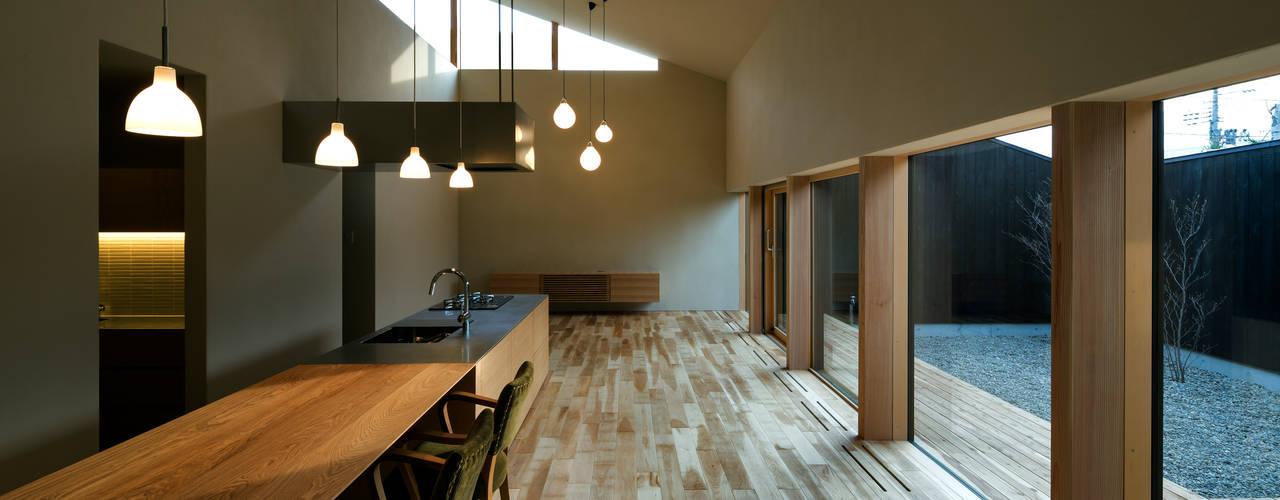 Cocinas de estilo  por 有限会社TAO建築設計