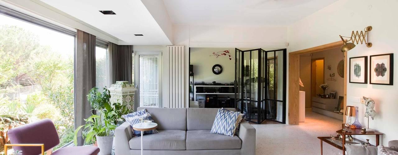 Projekty,  Salon zaprojektowane przez HANDE KOKSAL INTERIORS