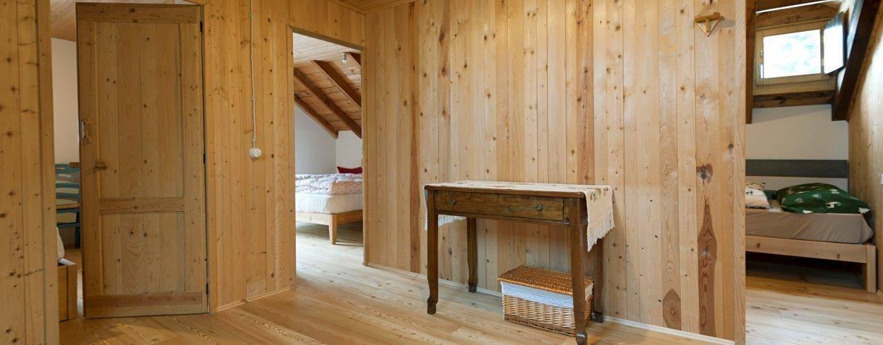 Ristrutturazione di baita in montagna: Case in stile  di Parchettificio Garbelotto Srl -  Master Floor Srl, Rustico