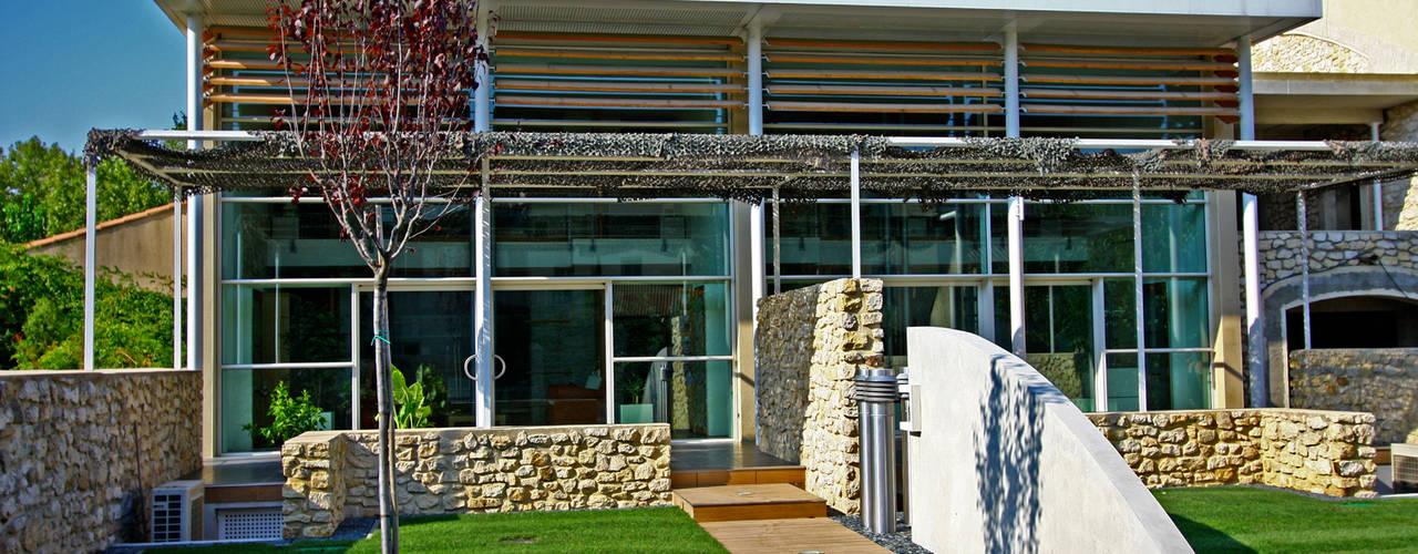 LOGEMENT HQE DANS UN ANCIEN HANGAR AGRICOLE Maisons modernes par JOSE MARCOS ARCHITECTEUR Moderne