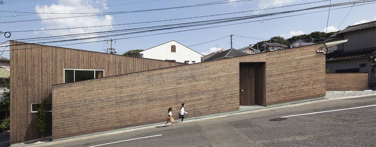 Projekty, nowoczesne Domy zaprojektowane przez 一級建築士事務所ROOTE