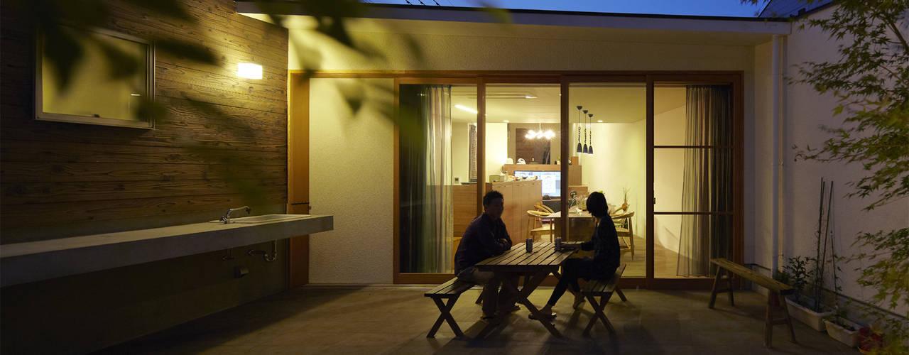 地形に寄り添う家 一級建築士事務所ROOTE モダンな庭