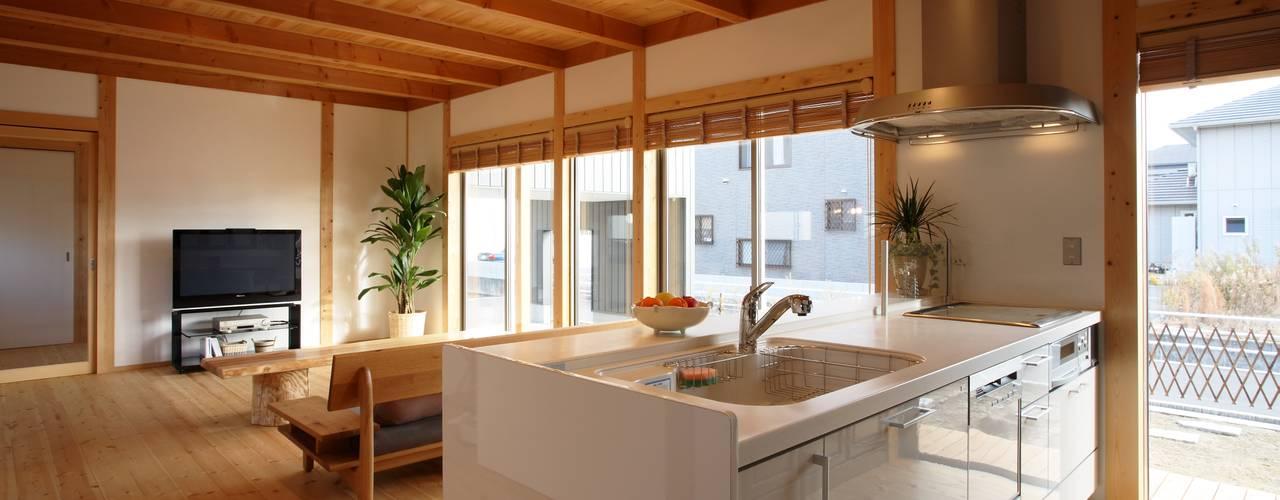 Asiatische Küchen von 三宅和彦/ミヤケ設計事務所 Asiatisch