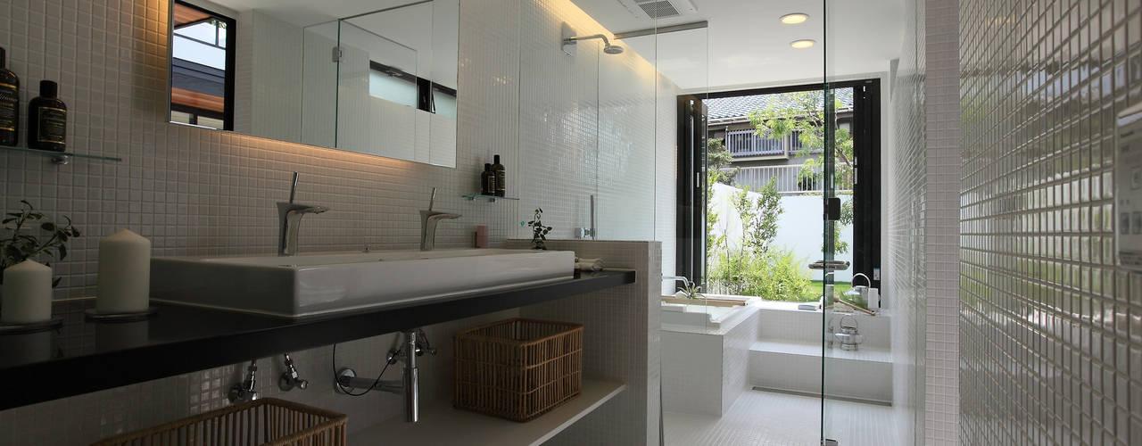Baños de estilo  por Sakurayama-Architect-Design, Moderno