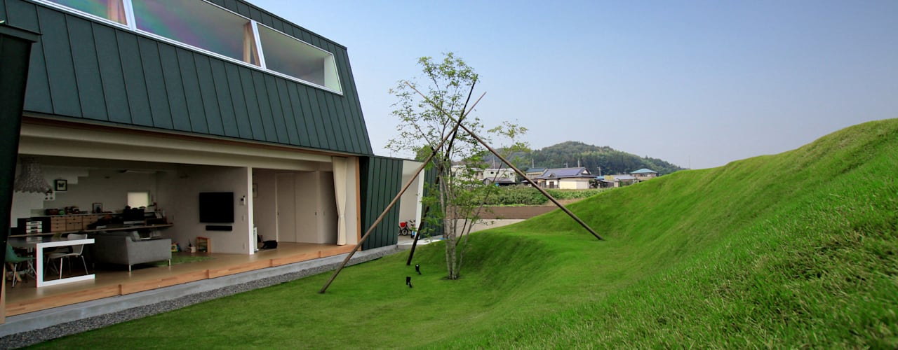 エンガワとドテのイエ モダンな庭 の WAA ARCHITECTS 一級建築士事務所 モダン