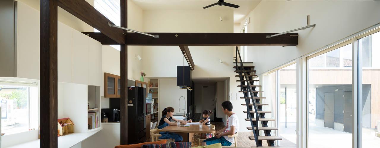 ダイニング: 花田設計事務所が手掛けたです。