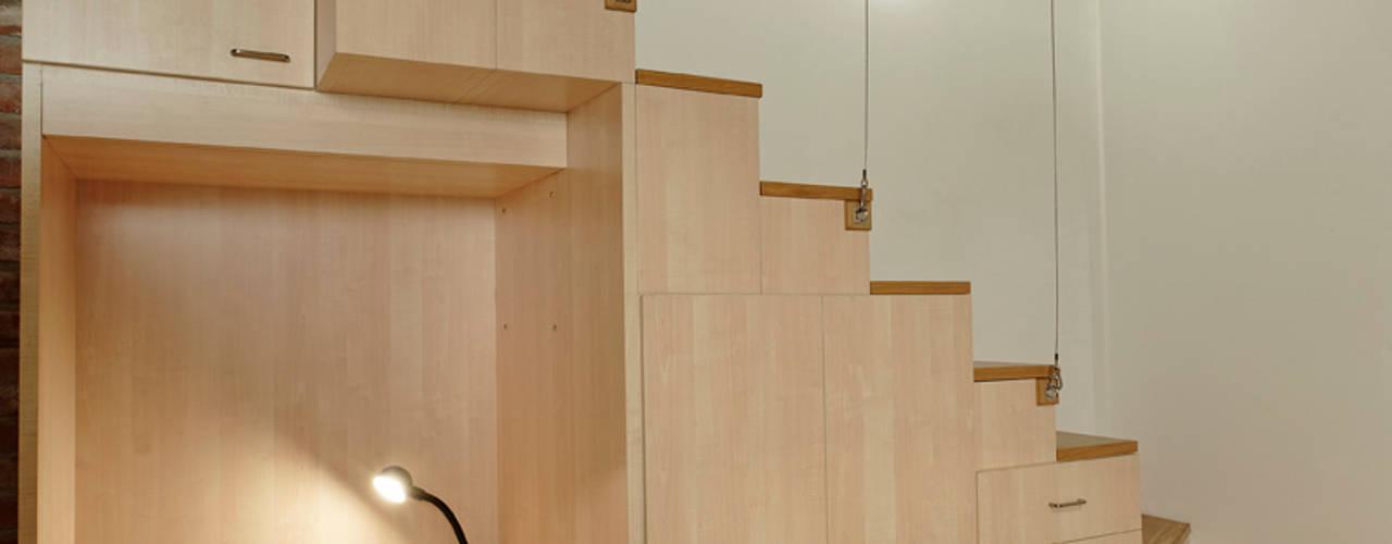 ห้องโถงทางเดินและบันไดสมัยใหม่ โดย Studio Arch. Matteo Calvi โมเดิร์น