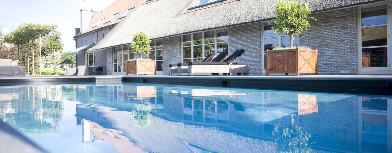 Zwembad bij monumentale boerderij van Stam Hoveniers Rustiek & Brocante